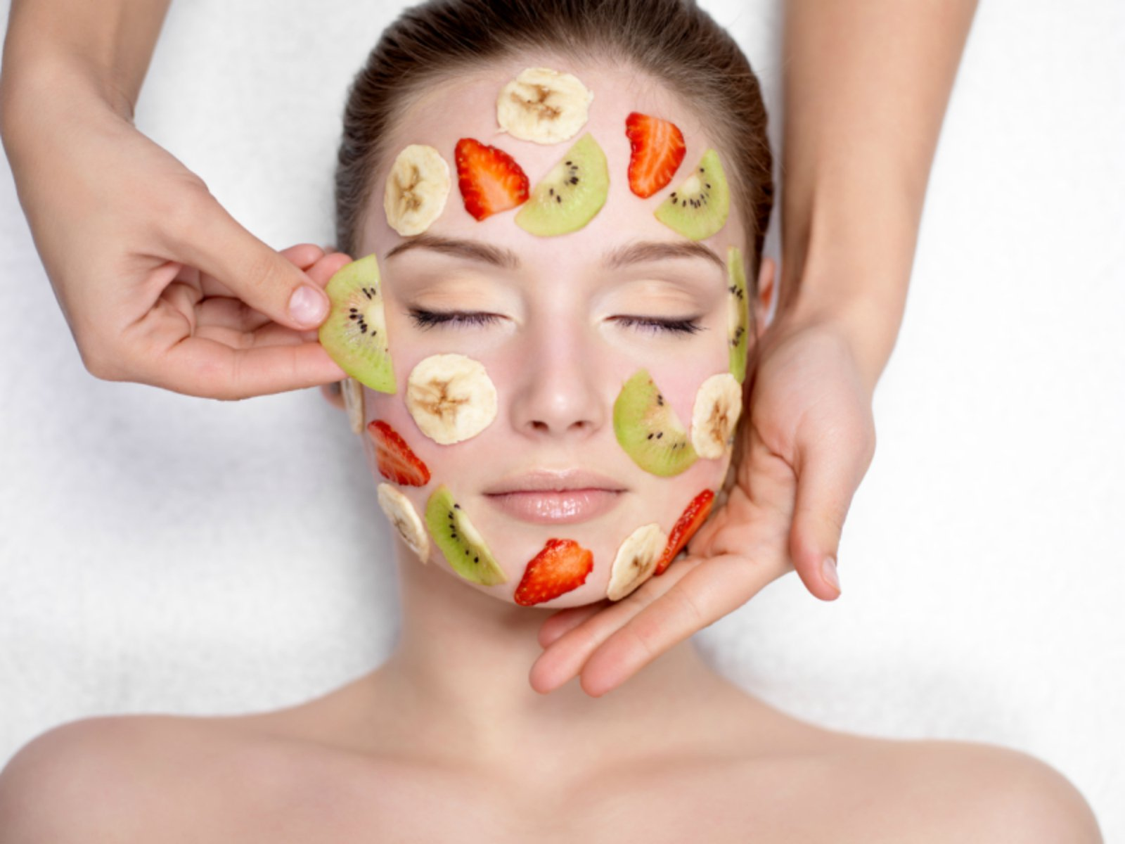 Top-9-Fruit-Facial-Kits-for-Oily-Skin-Feature