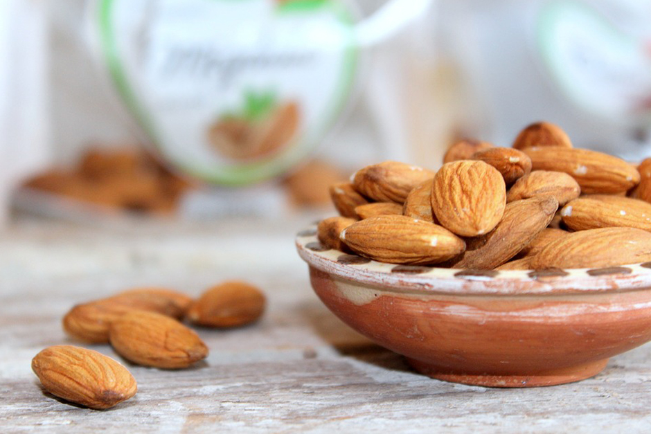 Comparatively, almonds are still low in carbs whereas high in protein and  fibre, both satisfying hunger for food. This directly results in decreasing  the ...